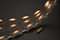 白熱灯の雰囲気を追い求めたLEDランプ「AVLED-KC」_写真