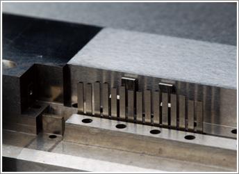 金属射出成形法写真