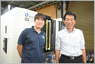 志村哲夫氏(左)と志村社長(右)